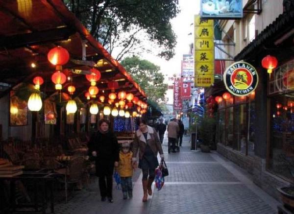 上海韩国人一条街_上海外国人最多一条街 塞满全世界美食餐厅