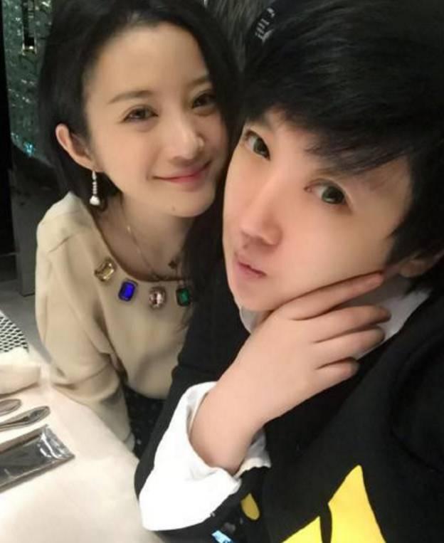 看_就在同一天,陈昭羽发了一张自拍,仔细看,她与乔溪彬微博里晒 的孕妇