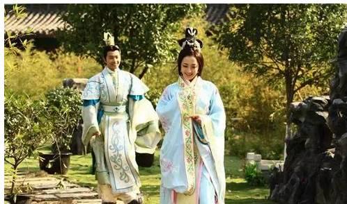 正文  2014年3月,與陳鍵鋒合作主演《封神英雄榜2》,飾演妲己,胡仙兒.圖片