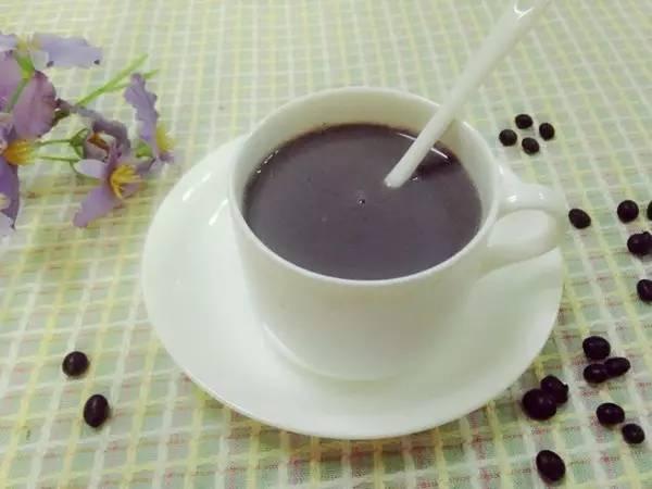 喝黑豆浆的好处_横县一女生每天都喝豆浆,一个月之后变成了这样!惊讶!