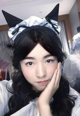 日本骚逼逼镂_男明星们扮女装,有的美若天仙,有的骚气逼人,最后一张