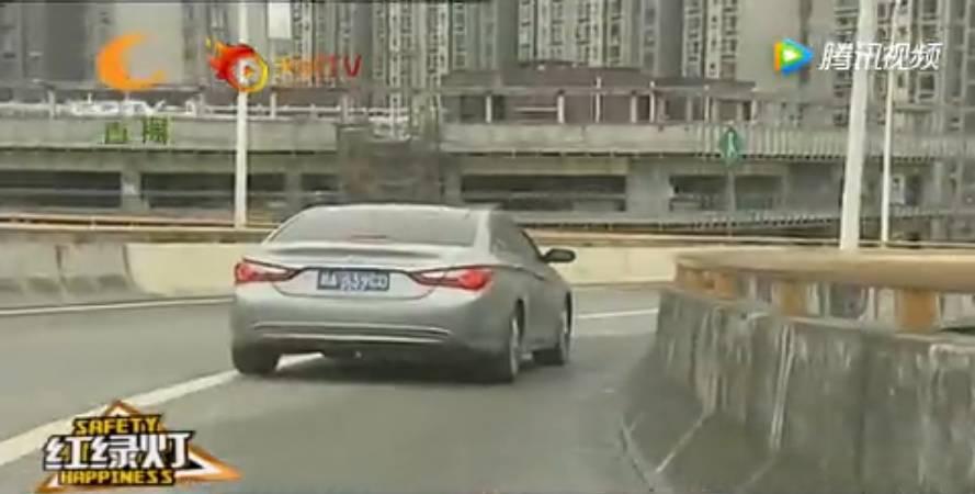 交通安全讹��_归结一句话: 各位一定要有防骗意识,还要有交通安全意识.