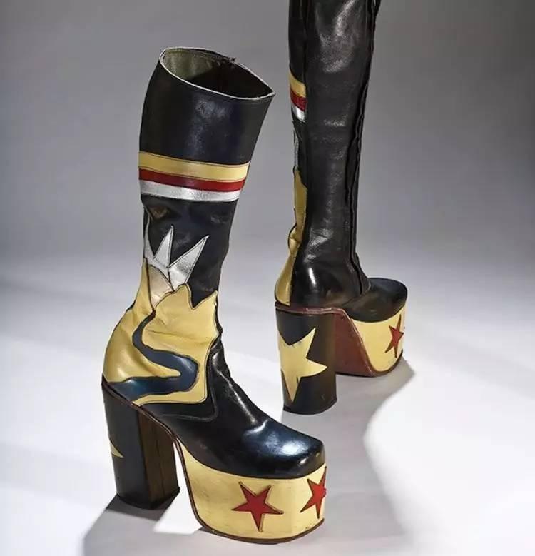 加拿大有個展覽,告訴你高跟鞋最初其實是為男人發明的圖片