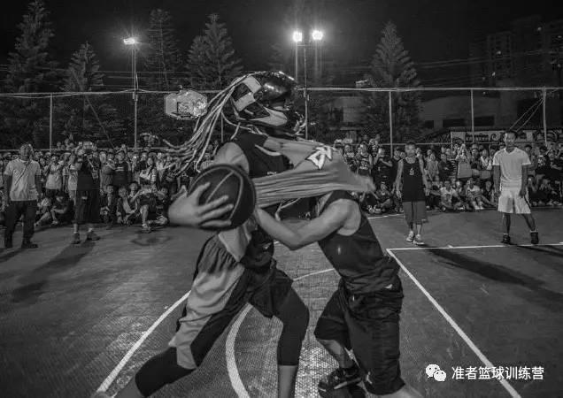 最接地气的中国街球手,1米9的头盔哥用篮球成就路人王称号!