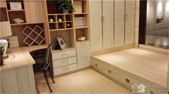 榻榻米床能装抽屉吗_6平米超小卧室装修神器 榻榻米床解决鸡肋户型