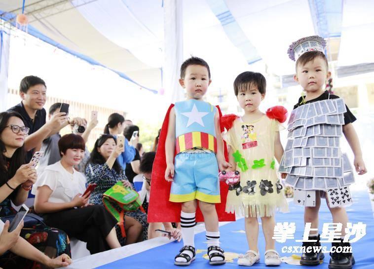 勇士,冰雪公主和超人等,走上t臺,上演了一場美輪美奐的環保時裝秀.圖片