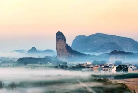 德兴龙�yn�ze�_旅游 正文  地址:江西省上饶地区的玉山和德兴两县交界处 龙虎山为