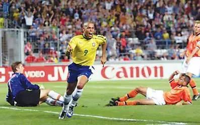98世界杯巴西队阵容_98年世界杯决赛上的罗纳尔多到底怎么了?