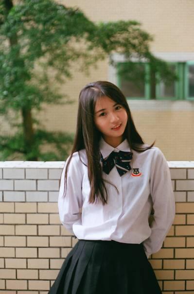 一赵撸吧成人礹c._东莞光明中学的校服,是一件逆天的校服