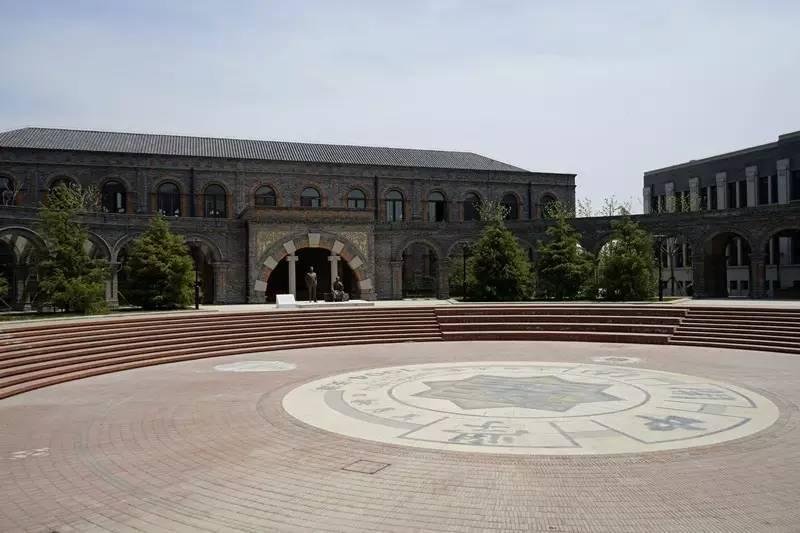 钟楼教育_生态城 教育   天津市南开中学滨海生态城学校--- 巍巍我南开精神