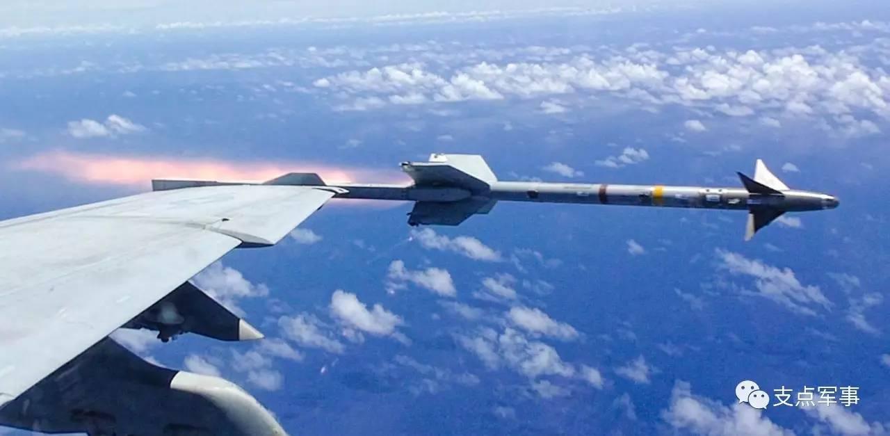 �yf�y���;_尽管f/a-18e的飞行员是从半英里的距离发射这枚\