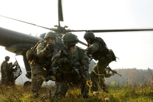 军事资讯_军事资讯:美国特种部队单兵作战需要携带多少武器?一般人还 ...