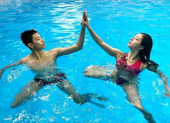 中国花游诞生男女搭档!相差7岁,他们在水中演绎爱情故事