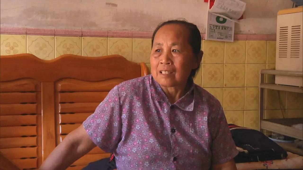 农村女人性交视频_横沥这个普通的女人,却做着一件不普通的事!