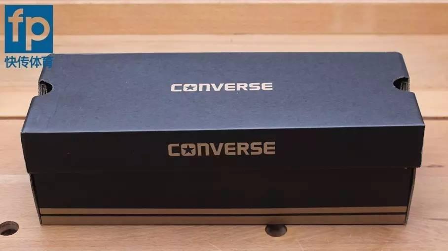 匡威鞋盒_细长的鞋盒,上面印有converse