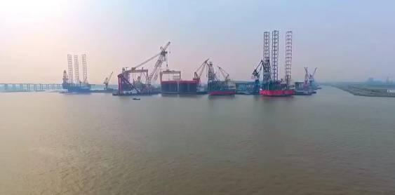 南通港务局相关负责人介绍,江苏长江南北自然岸线总长1125.