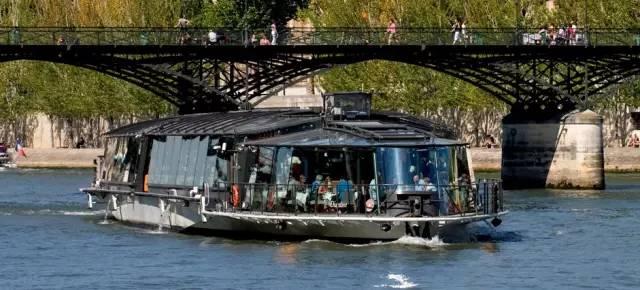 巴黎塞纳河水上餐厅_在塞纳河上看巴黎,简直不要太浪漫!