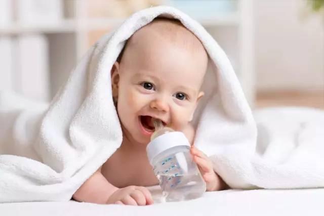 三个月婴儿奶粉量_婴儿奶量是多少?不同阶段宝宝吃奶量你必须知道!