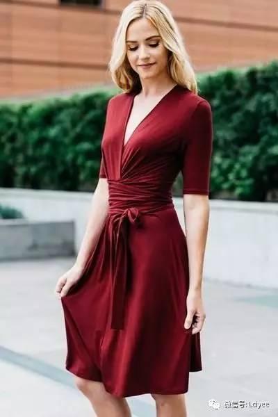 新品推荐 | 性感优雅的裹身裙二
