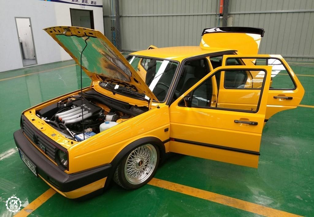 灯带效果�_20年前的老捷达,修复改装之后变身稀有圆灯MK2,很黄很有范儿