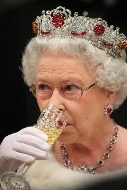 法国历代王妃_揭秘 | 英国女王、法国国王、俄国沙皇…欧洲王公贵族爱喝什么 ...