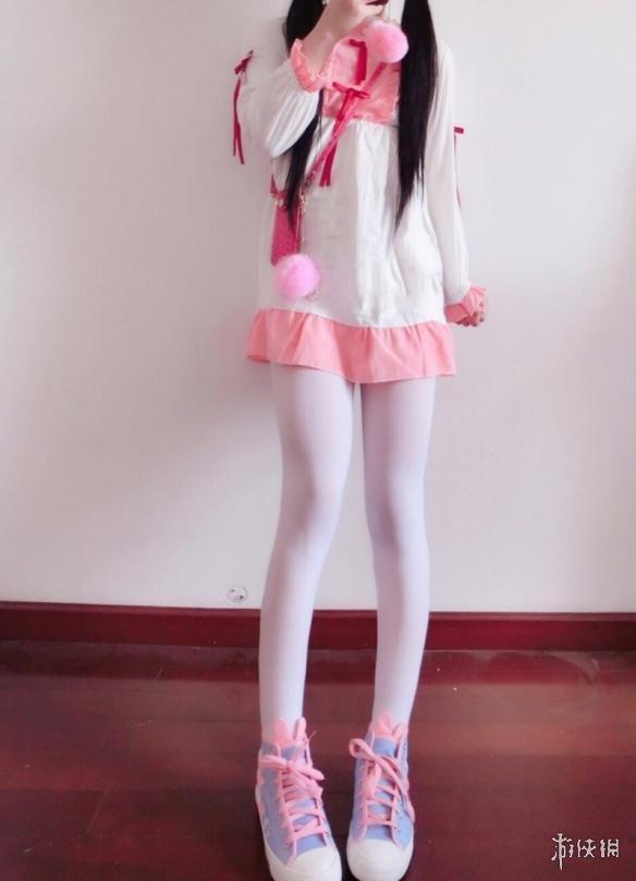 妹妹色_每日福利送不停 爱自拍的小妹妹也爱晒出丝袜美腿!
