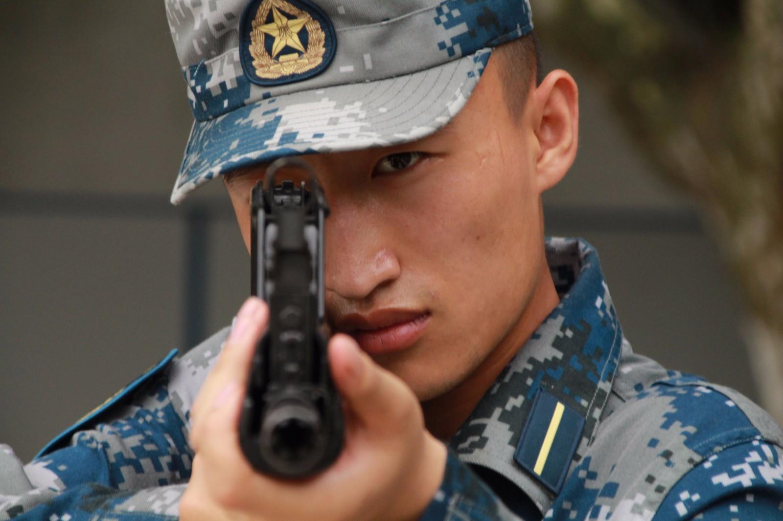 枪图片霸气_集训 | 论Emoji,我就服国防生的!